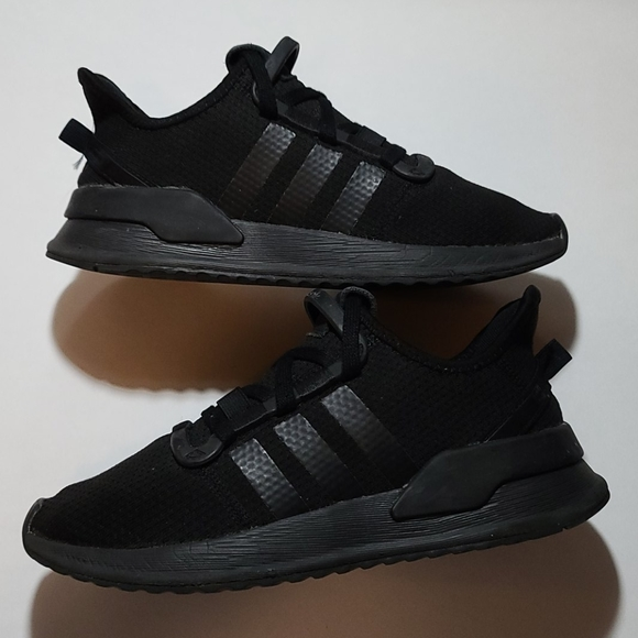 ADIDAS TRAINERS, MENS SIZE 5.5 BLACK GUC